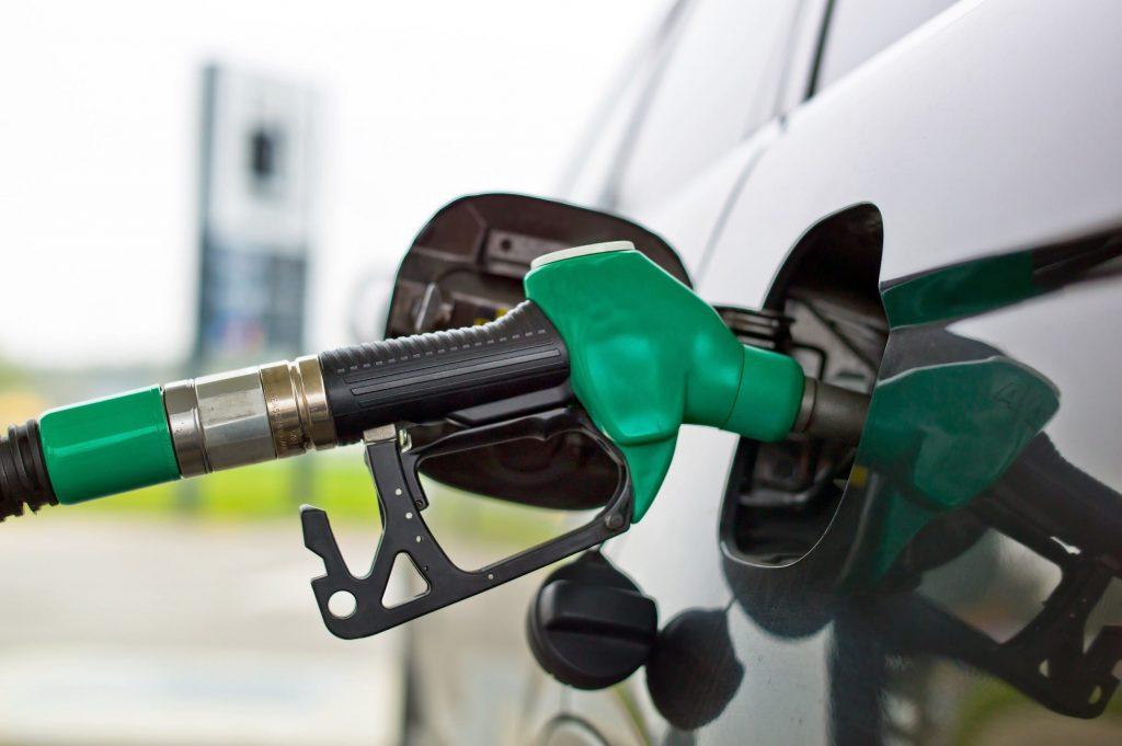 Sinds oktober vind je E10 benzine bij de pomp. Maar wat is het eigenlijk en wat heb je er aan? Liewes Roden beantwoordt een aantal veelgestelde vragen over deze brandstof. Lees snel verder!